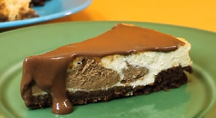 Cheesecake de iogurte com ganache de chocolate